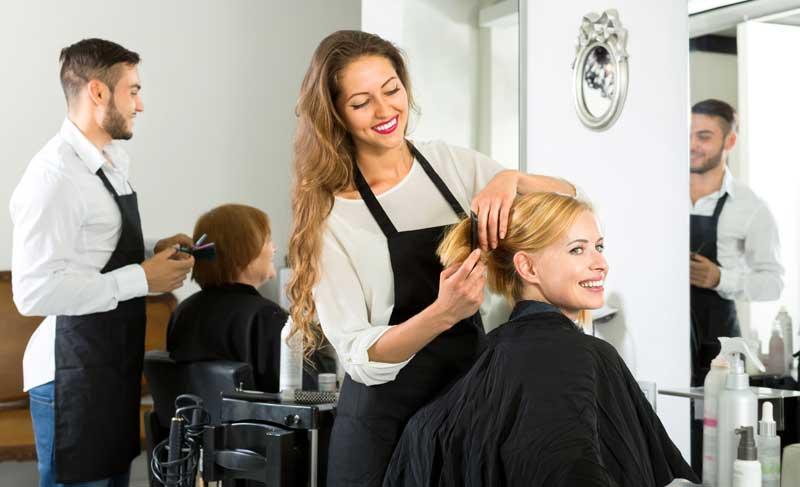 Un cabello más bonito que nunca. Reestructuración, el tratamiento estrella del otoño en el salón de peluquería
