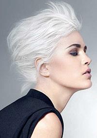 A personalização e o maior dos cuidados no aclaramento do cabelo com Platiblanc Advanced