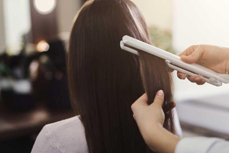 planchado del cabello en tratamiento de alisado lactoplastia
