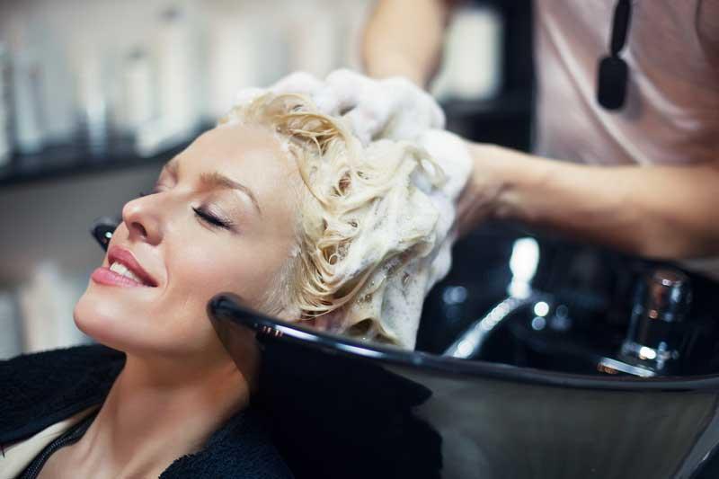 lavado de cabello previo a tratamiento de lactoplastia