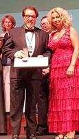 Luis Romero dedica el galardón de la Orden de Chevalier a la sección española de Intercoiffure Mundial