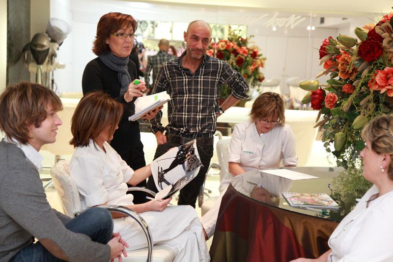 Reunión trabajadores salón peluquería