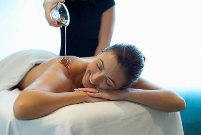 masaje corporal con aceite de argán