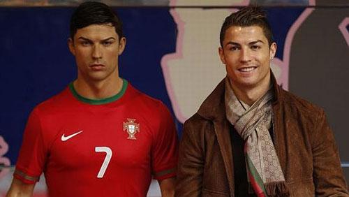 El estilista de Cristiano Ronaldo cuida la imagen de la estatua de cera del crac