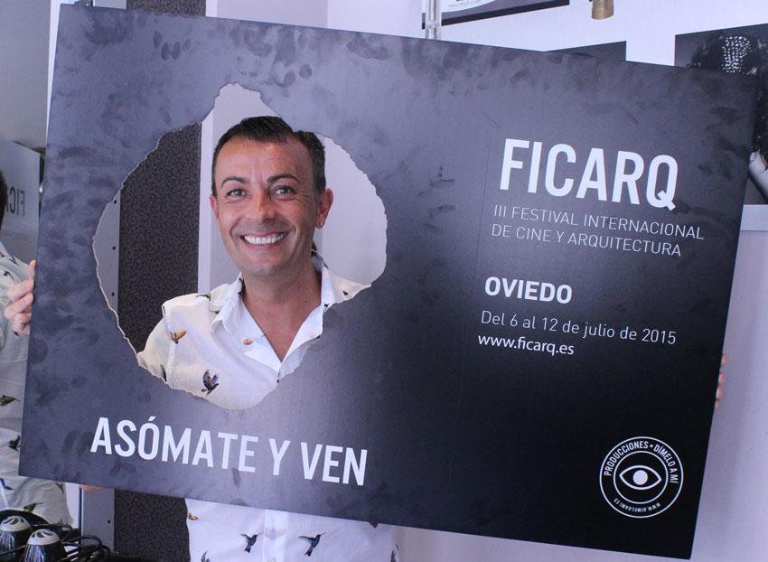 Manuel Mon, estilista oficial del Festival Internacional de Cine y Arquitectura de Oviedo.