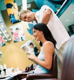 Hábitos saludables para los profesionales de la peluquería y la estética que trabajan muchas horas de pie