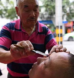 O barbear de olhos como serviço de barbearia na China